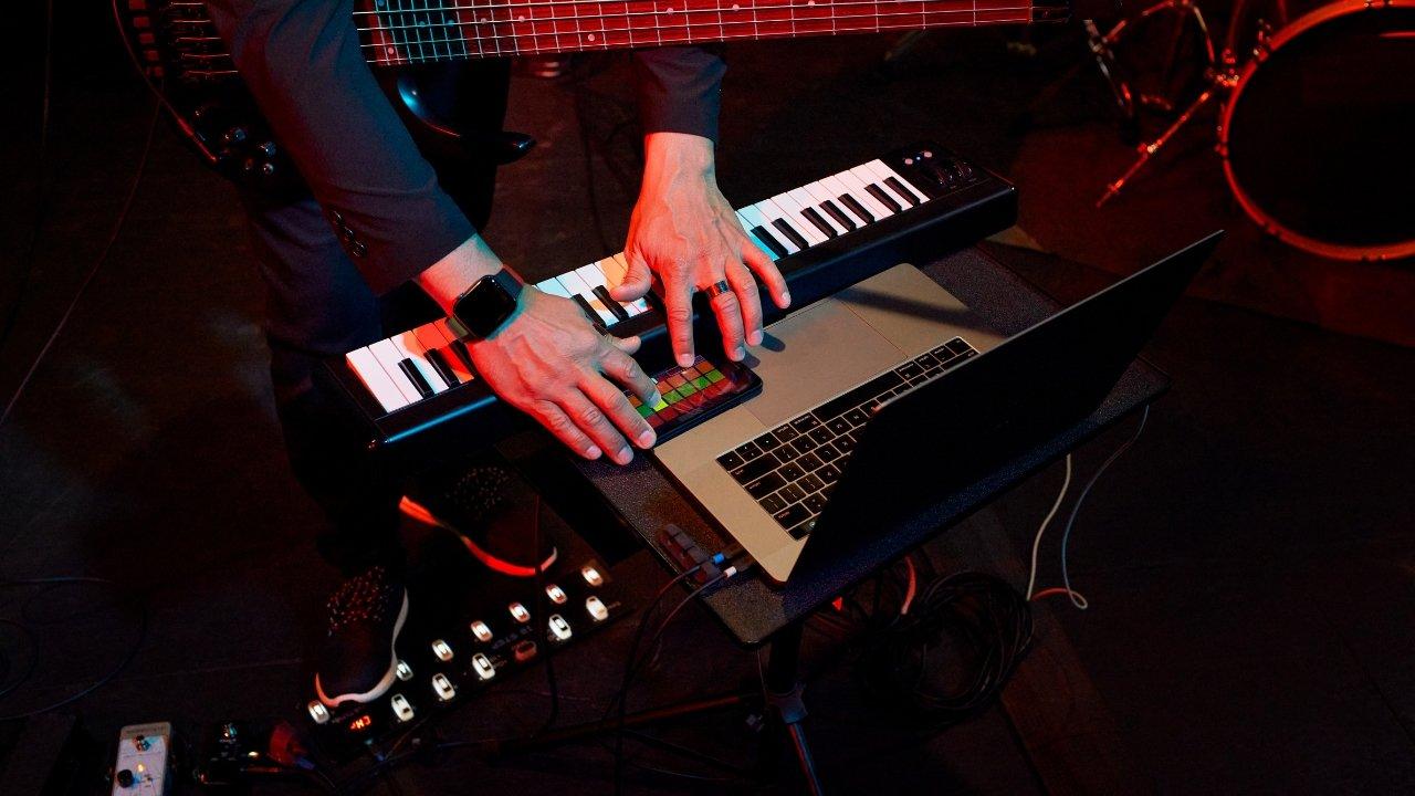 TuneBend برنامه ای است که برای ایجاد و فروش موسیقی در یک مکان استفاده می شود
